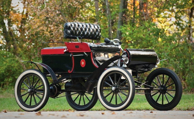 1900s – Oldsmobile Curved Dash