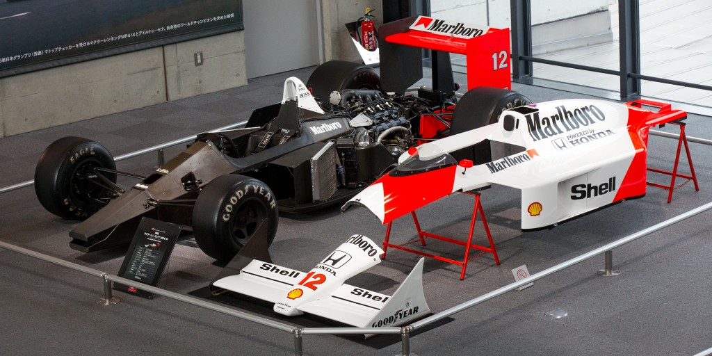 McLaren_MP4-4_bare_chassis_and_cover1_2015_Honda_Collection_Hall