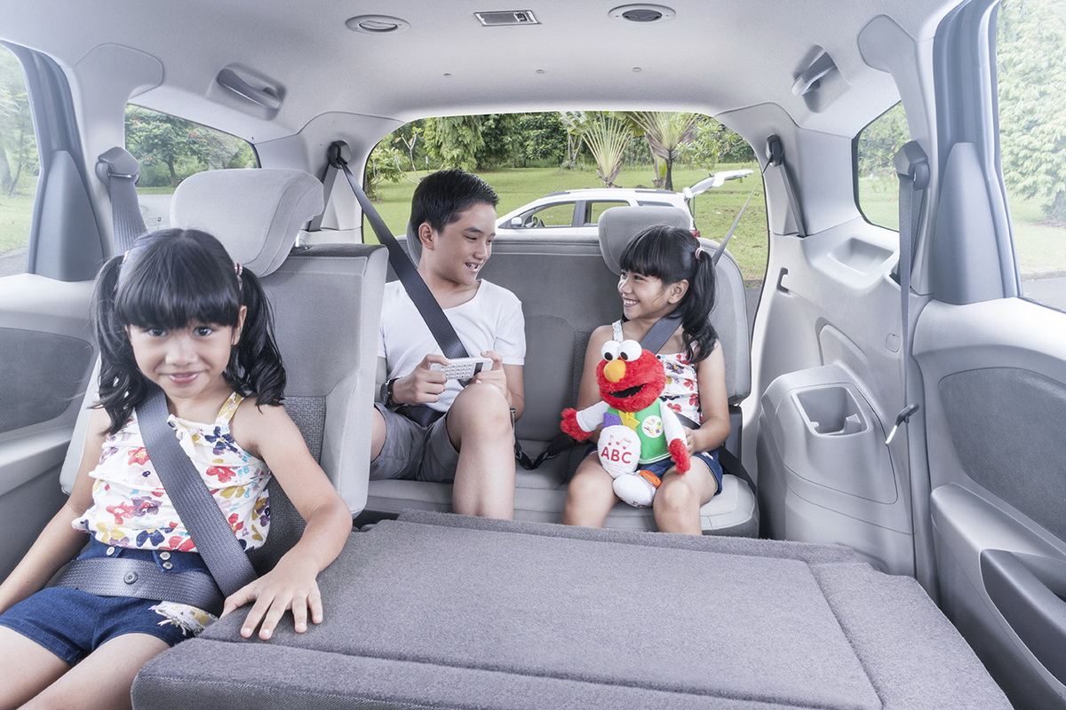 Chevrolet Spin has 23 configurable seating positions and features 32 storage spaces, making the back-to-school commute easy because there is sufficient room for book bags, sports gear and friends.