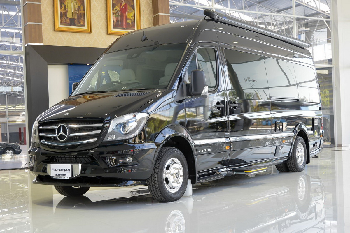 AIRSTREAM MERCEDES-BENZ4