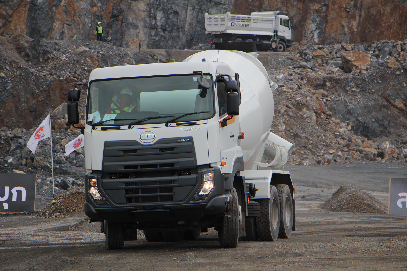 ud_truck_quester_08