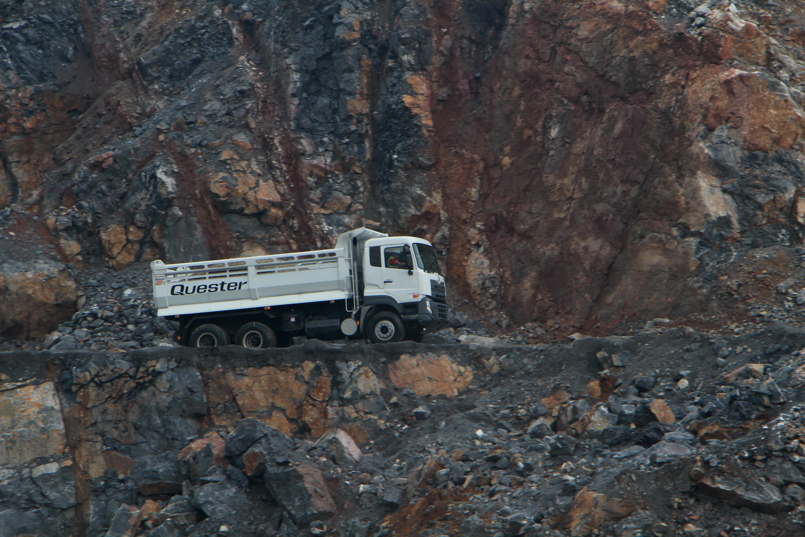ud_truck_quester_10