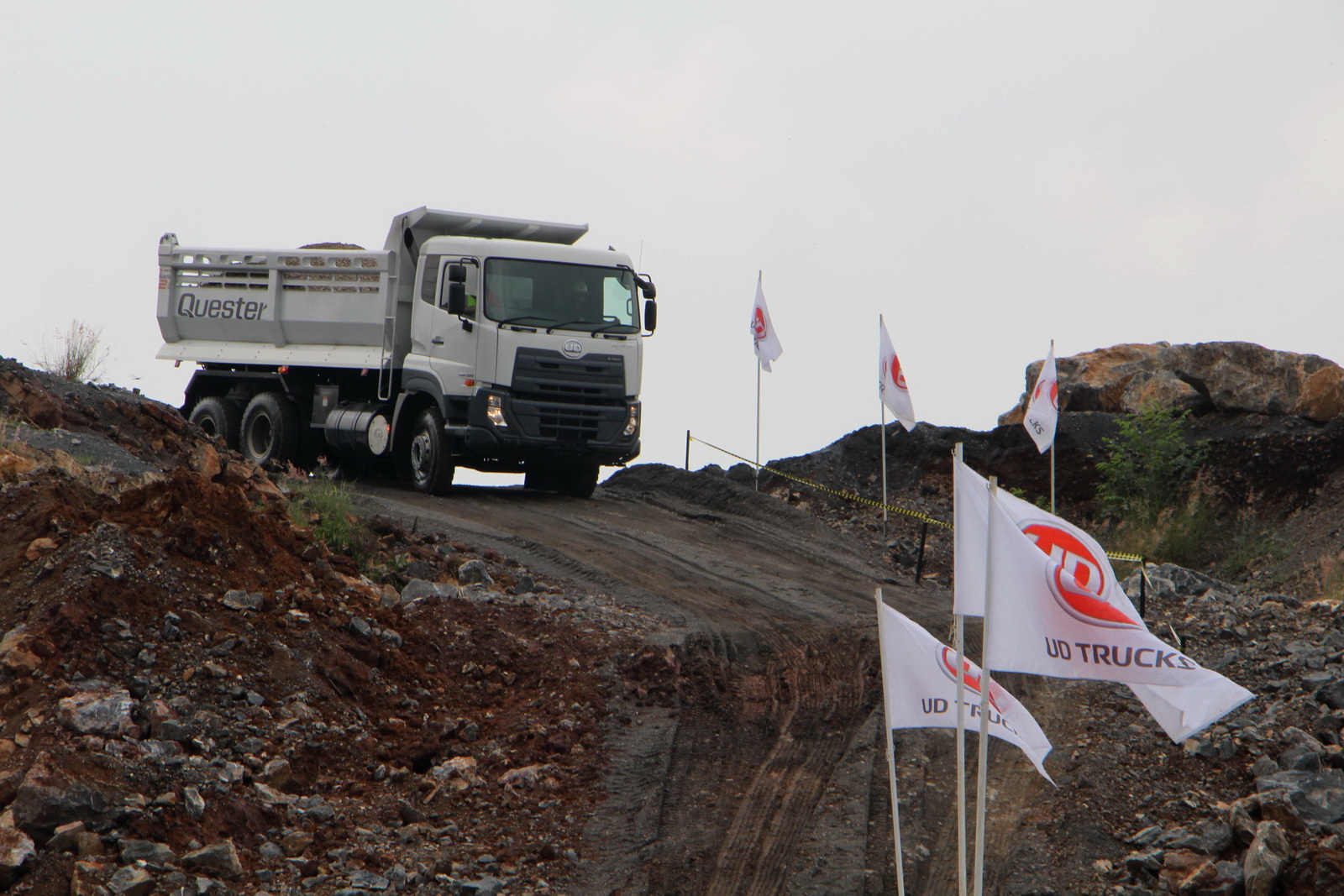 ud_truck_quester_14