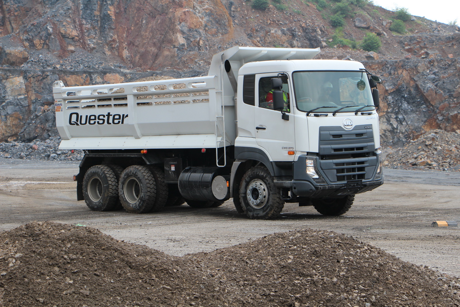 ud_truck_quester_22