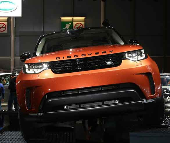 2017 land rover discovery paris motorshow. Black Bedroom Furniture Sets. Home Design Ideas