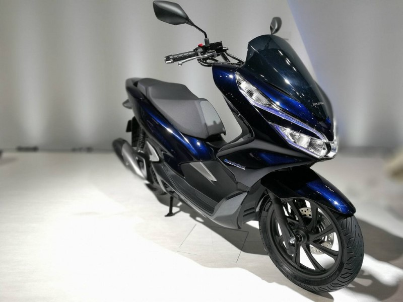 honda pcx 150 ev honda pcx hybrid grandprix online. Black Bedroom Furniture Sets. Home Design Ideas