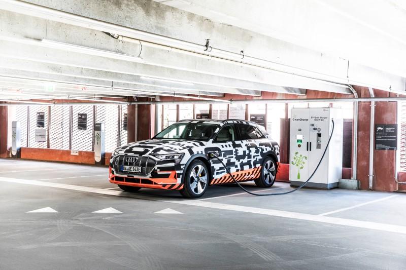Audi โชว์ความล้ำในห้องโดยสารของต้นแบบเอสยูวี e-tron