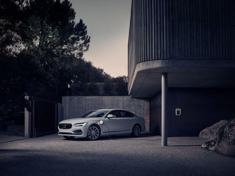 New Volvo S90 Inscription 2019 เพิ่มกันสะเทือนถุงลม 4 ทิศทาง เริ่มต้น 3.19 ล้าน