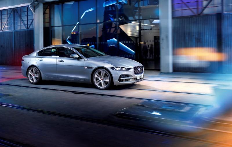 Jaguar XE เพิ่มความสปอร์ตด้วยการปรับโฉม