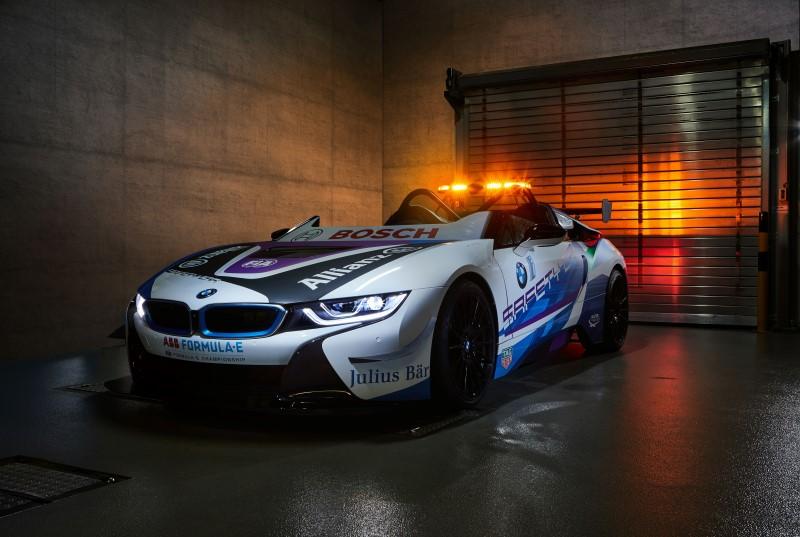 BMW เปิดตัว i8 Roadster เซฟตี้คาร์คันใหม่สำหรับฟอร์มูล่า อี