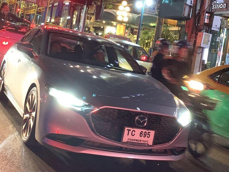 ชมคลิป All-new Mazda3 รุ่นแฮตช์แบ็ก-4 ประตู ขับโชว์ตัวในกรุงเทพฯ
