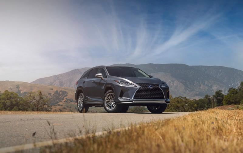 Lexus RX เพิ่มความสดทั้งรูปลักษณ์และความบันเทิง