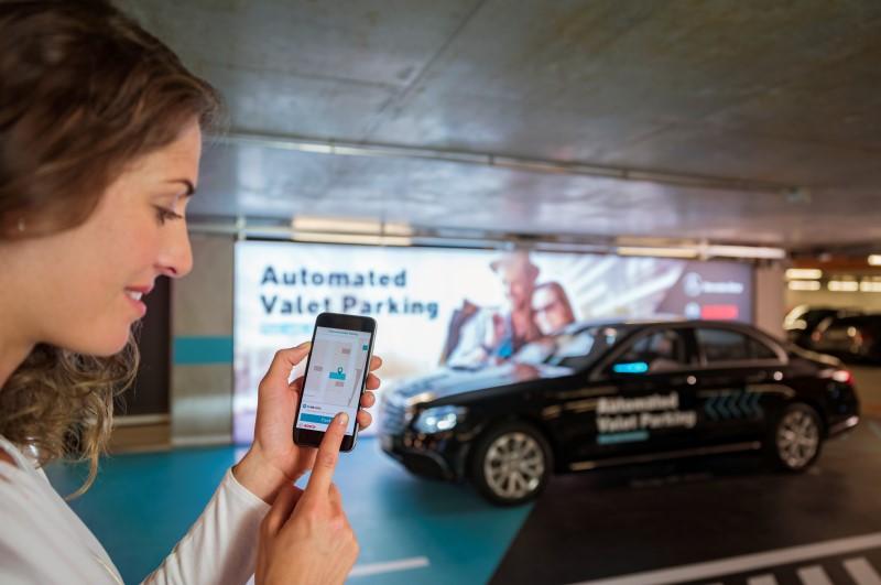 ที่รถจอดอัตโนมัติโดยไม่มีผู้ขับของ Daimler และ Bosch ผ่านการอนุมัติเป็นรายแรกของโลก