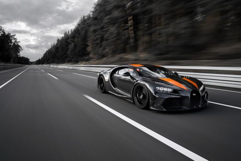 Bugatti สร้างประวัติศาสตร์ทะลุกำแพงความเร็ว 300 ไมล์ต่อชั่วโมง