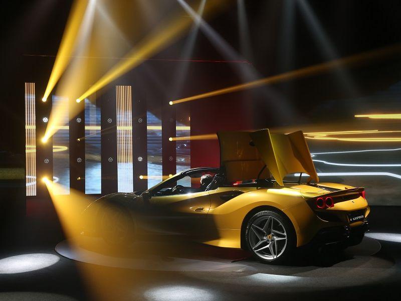เจาะข้อมูล: Ferrari F8 Spider สายพันธ์ม้าลำพองเปิดประทุนเครื่อง V8 วางกลาง