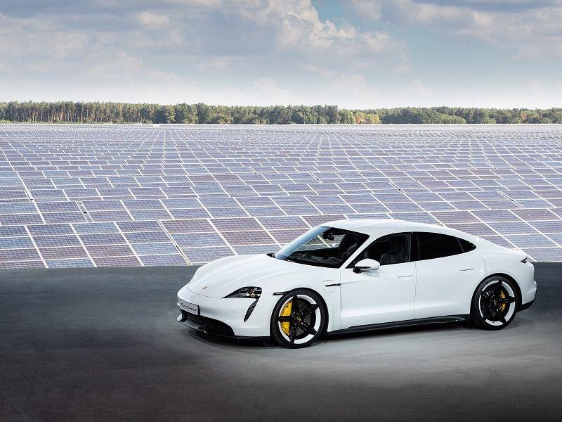Taycan สปอร์ตซาลูนไฟฟ้ารุ่นแรกจาก Porsche: กำเนิดใหม่จิตวิญญาณแห่งรถสปอร์ต