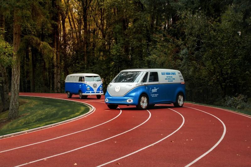 Volkswagen แต่ง ID Buzz Cargo Concept เป็นรถขายรองเท้า