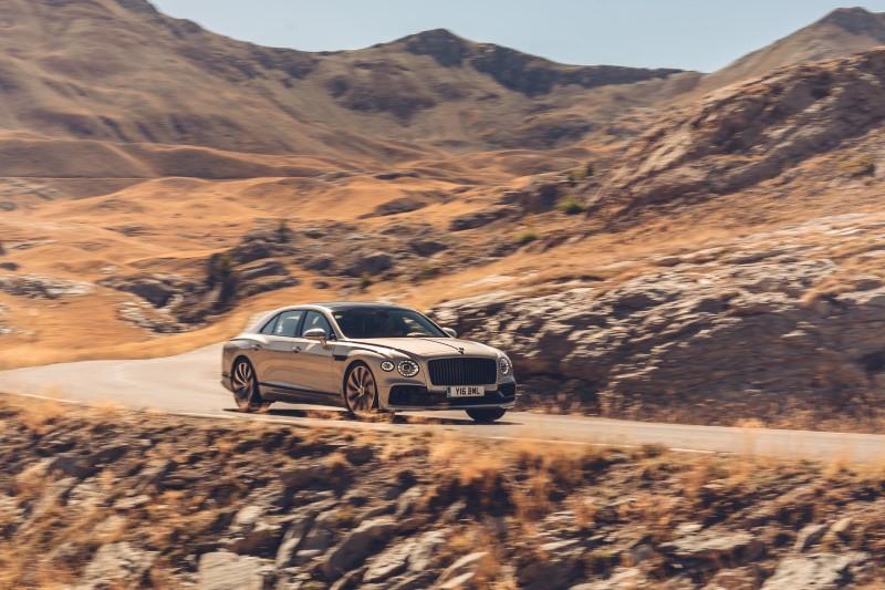Bentley เพิ่ม Flying Spur Blackline Specification ทางเลือกสำหรับคนชอบความเข้ม