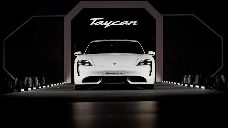 Porsche เปิดตัว Taycan ในเอเชีแปซิฟิกพร้อมสตรอมทรูเปอร์