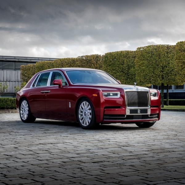 Rolls-Royce ทำ Red Phantom ผลิตเป็นพิเศษเน้นสีแดงสำหรับการกุศล