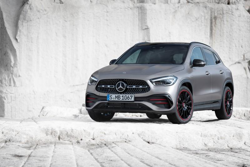 Mercedes-Benz GLA รุ่นใหม่ของน้องเล็กที่มีสไตล์โค้งมนมากขึ้น