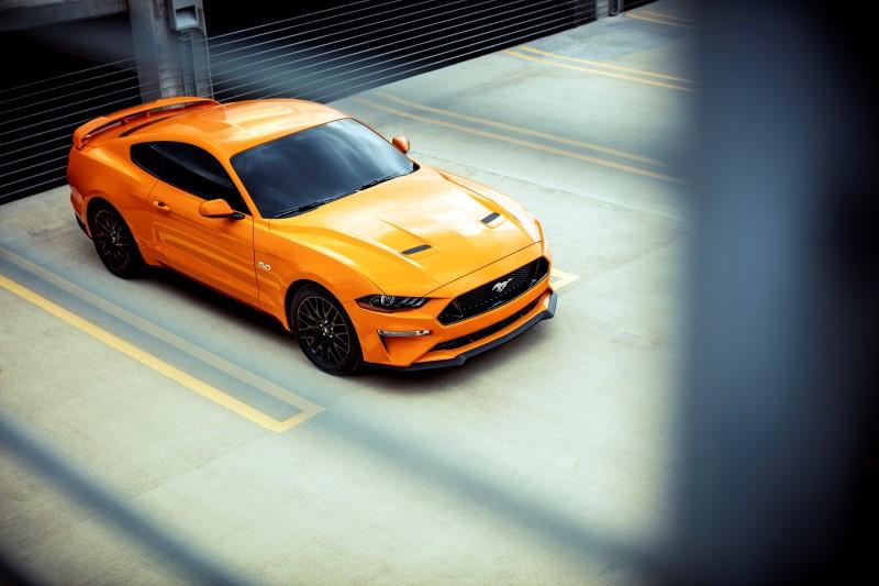 Ford จดสิททธิบัตรกระจกหน้ารถที่ยาวต่อเนื่องถึงหลังคา